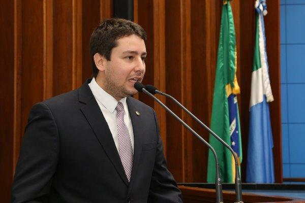 Imagem: O deputado João Henrique iniciou o debate e também aproveitou o primeiro uso da tribuna para contar sua trajetória